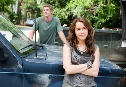 Liam-Hemsworth-and-Miley-Cyrus-in-THE-LAST-SONG_2_jpg-550x363
