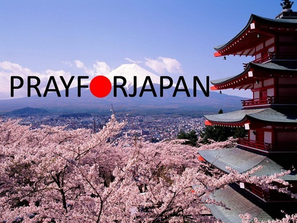 fuji-japan-cherry-blossoms-and-mount
