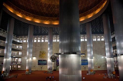 مسجد الاستقلال في اندونيسيا