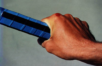 how to hold tennis racket for serve