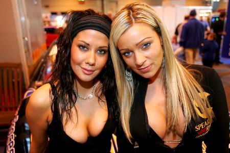 Melanie Dowding (GBR, left) Spearmint Rhino girls.