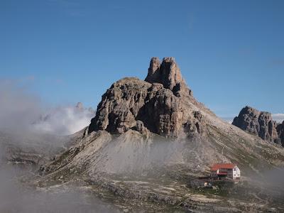 Refugi Locatelli alle Tre Cime i al fons la Torre Toblin