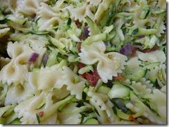 Nudelsalat mit Zucchini