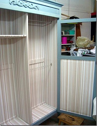 hemos todo hemos dividido el armario en dos en un lado hemos puesto dos barras para la ropa y en el otro lado le hemos puesto baldas