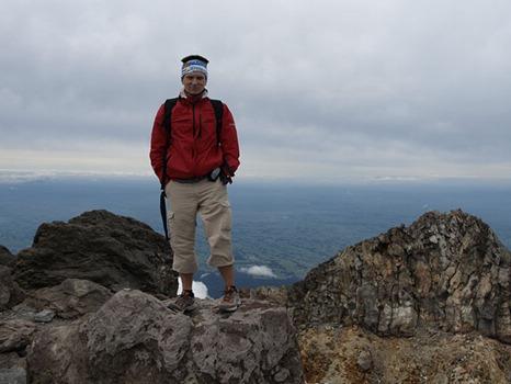 Mount Taranaki (2,518 m)