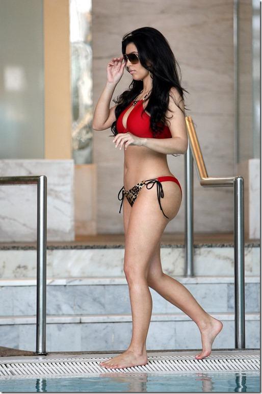 Kim Kardashian bikini (13)