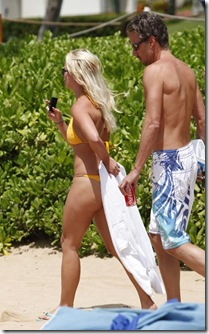 Britney Spears was in a yellow string bikini in Hawaii today. The pop star was all smiles as she enjoyed a little beach time with her boyfriend Jason Trawick.