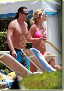 britney-spears-jason-hot-pink-bikini-04