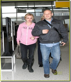 britney-spears-pink-sweatshirt-jfk-jason-trawick-01