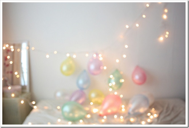 balloons,christmas,lights,inside,photo-075a6954780ffe9094bc19fa2f3bfe26_h