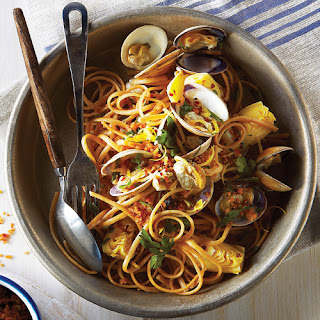 Linguine & Clams with Garlic Bread Crumbs