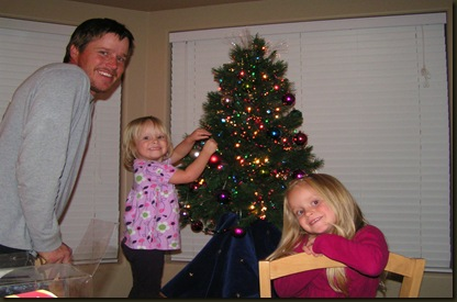 12.4.08 Dad, Alise and Brynn decorating the tree