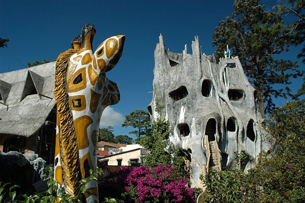 ATT00009 15 Strange buildings in the World‏