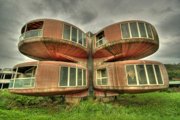 ATT00010 15 Strange buildings in the World‏
