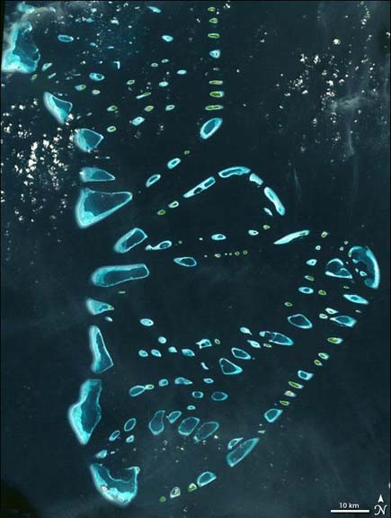 ig21 above maldives 02 14 Most Amazing Satellite Pictures You'll Ever Seen Before