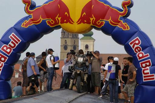 Andreas Lettenbichler als Gewinner im Ziel der Red Bull Romaniacs 2009