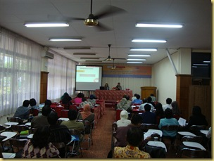 Tidak kurang dari 60 peserta dari pegawai perpustakaan perguruan tinggi se-Malang hadir dalam seminar