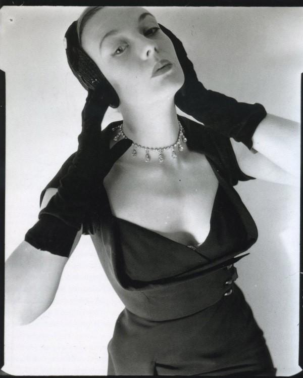 Norman Parkinson Vogue, march 1951.jpg