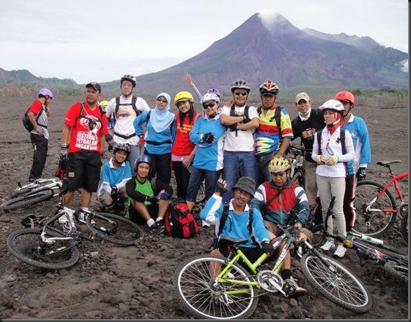 Wisata-Sepeda-Merapi-Lava-Tour-Kali-Gendol-2011