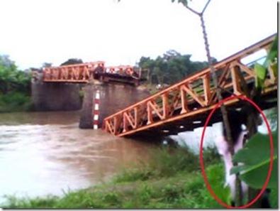 Foto-Kuntilanak-di-Bawah-Jembatan-Nganjuk