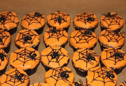 Stern Halloween cake&cupcakes 015