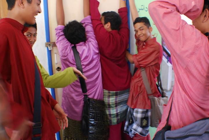 Model baju melayu 061108 :')