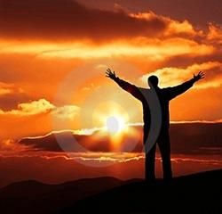 homem-da-felicidade-no-por-do-sol-thumb2035243