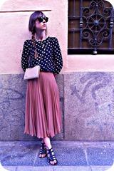 cream-vintage-purse-black-vintage-sandals-nude-zara-skirt-black-zara-blous_400