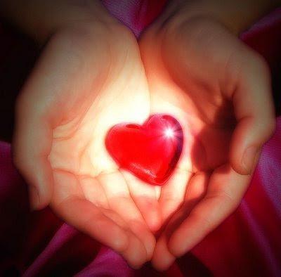 você sabe amar?,coração nas mãos