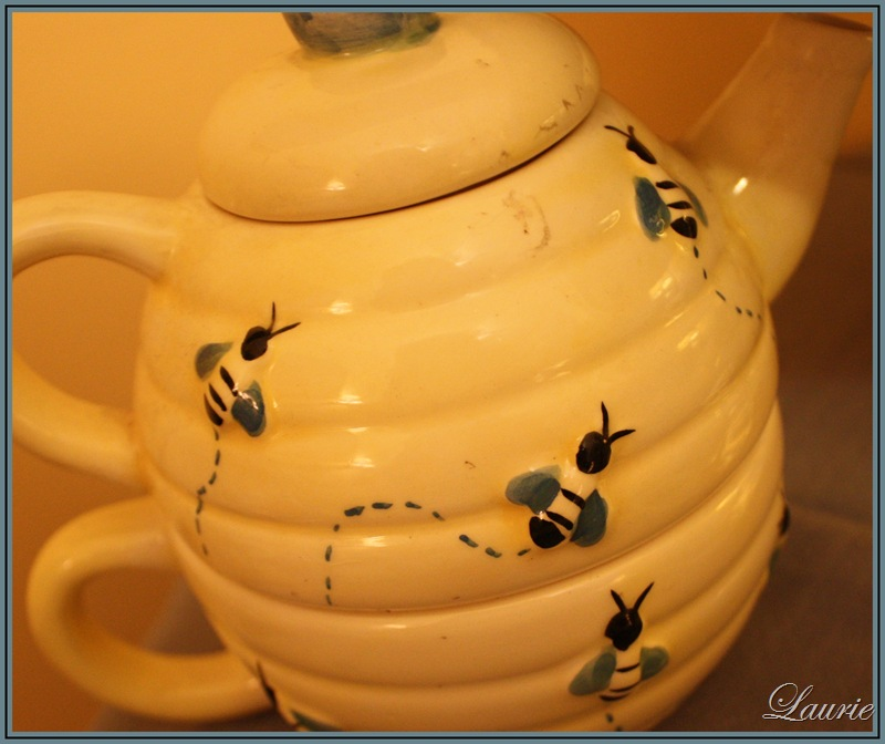 bee hive tea pot