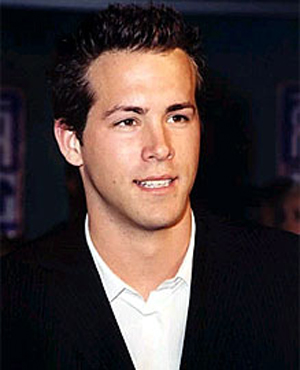 Ryan Reynolds Hair Loss on This Is The Most Cool Hair That Suited To Him Ryan Reynolds Hair Loss