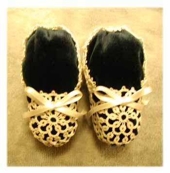 احذية كروشية للاطفال احتفظي بالبترون الحذف.حذاء كروشية للبيبي.احذية كروشية 2010