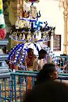 Dans le temple, avec un kavadee