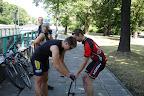 ...ponieważ kolarstwo jest sportem zespołowym następuje przekazanie pompki...