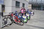 W Krakowie działa sieć wypożyczalni rowerów. Za drobną opłatą można pojeździć sobie na S-Works'ie ;)