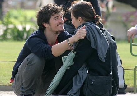 Orlando y Miranda enamorados en paris