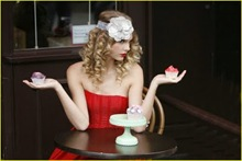 taylor-swift-coca-cola-cute-07
