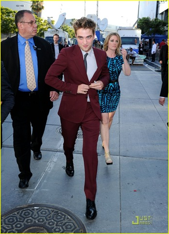 [robert-pattinson-eclipse-premiere-04[6].jpg]