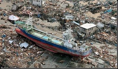 u1_363964-110312-tsunami-ship