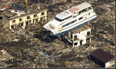 japan-earthquake-tsunami-nuclear-unforgettable-pictures-ship_33287_744x417