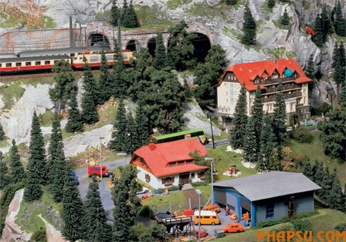 model-train-set-at09.jpg