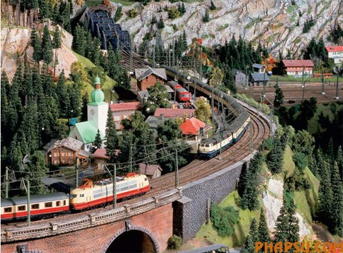 model-train-set-at12.jpg