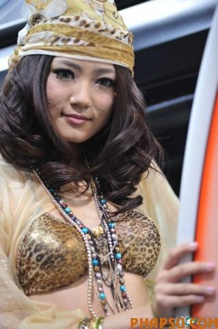 kong-yansong-kong-yaozhu-beijing-auto-show-01-560x842.jpg