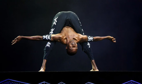 FRANKFURT AM MAIN, GERMANY - JUNE 02:  Body artist Yoga Yoga alias Michael Elias Mondosha performs during the Afrika! Afrika! musical by Austrian artist Andre Heller at the Alte Oper on June 2, 2009 in Frankfurt am Main, Germany.  (Photo by Alex Grimm/Getty Images) *** Local Caption *** Yoga Yoga;Michael Elias Mondosha
