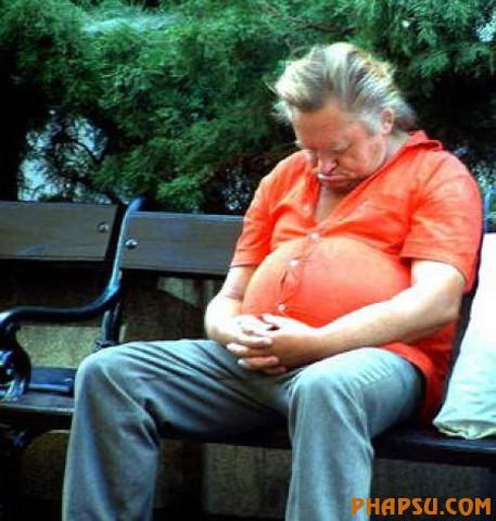 homme avec ventre imposant