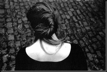 GnadeMichael-Mujerdeespaldas-