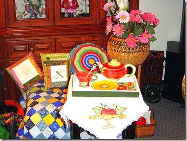 Surprize tabletopper w teapot