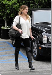hilary-duff-and-givenchy-pandora-billy-messenger-bag-gallery