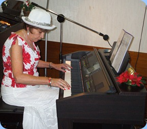 Carole Littlejohn came from Papamoa to play for us on our top-0f-the-range Clavinova CVP-509