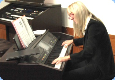 Our very special guest artist, Louse Lamb, in full flight on the Club's Clavinova CVP-509